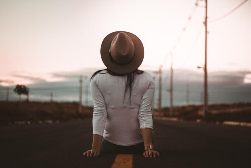 Allef-vinicius-woman on road